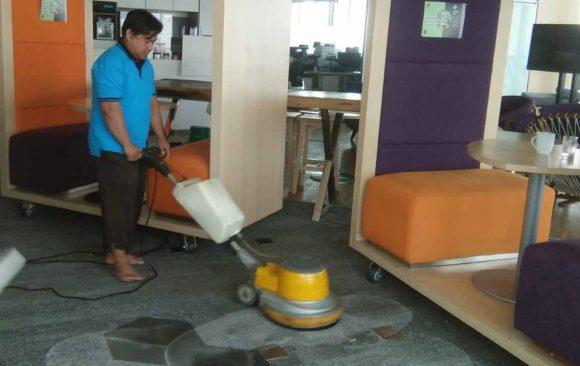 Cuci Karpet Sendiri atau Menggunakan Jasa Laundry?